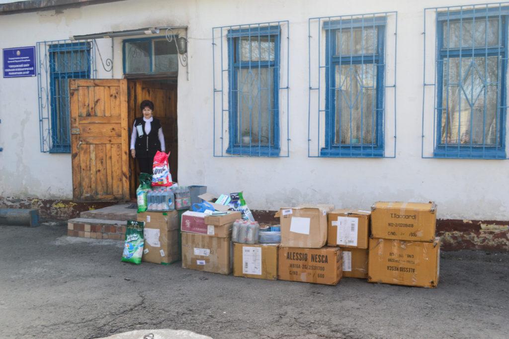 Активист ОД «Мир Луганщине» передал помощь приюту в Свердловске 2