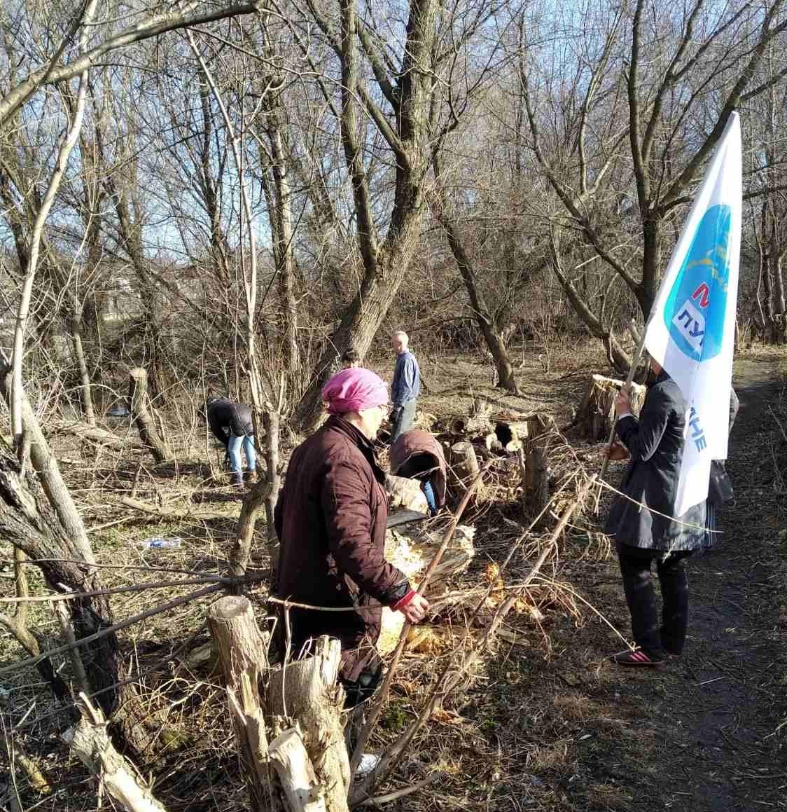 Активисты ОД «Мир Луганщине» провели субботник в Миусинске
