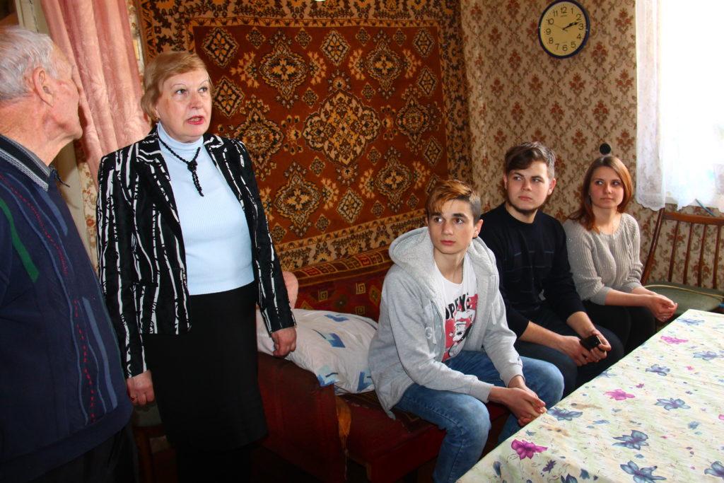 В Славяносербске активисты встретились с участником Великой Отечественной войны 1