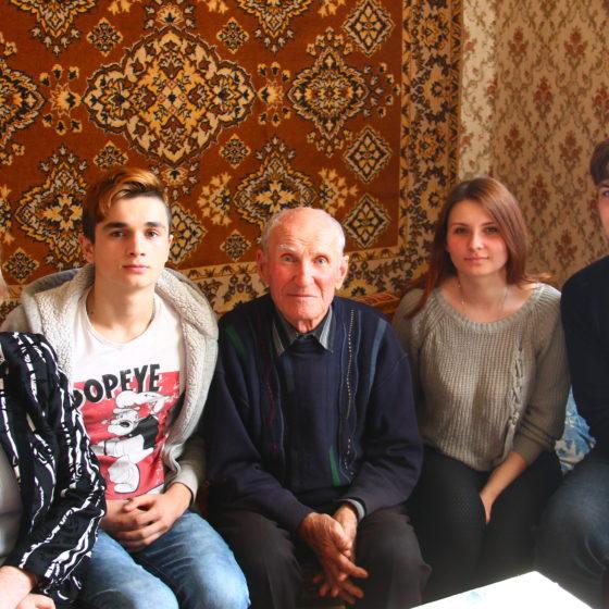 В Славяносербске активисты встретились с участником ВОВ 3