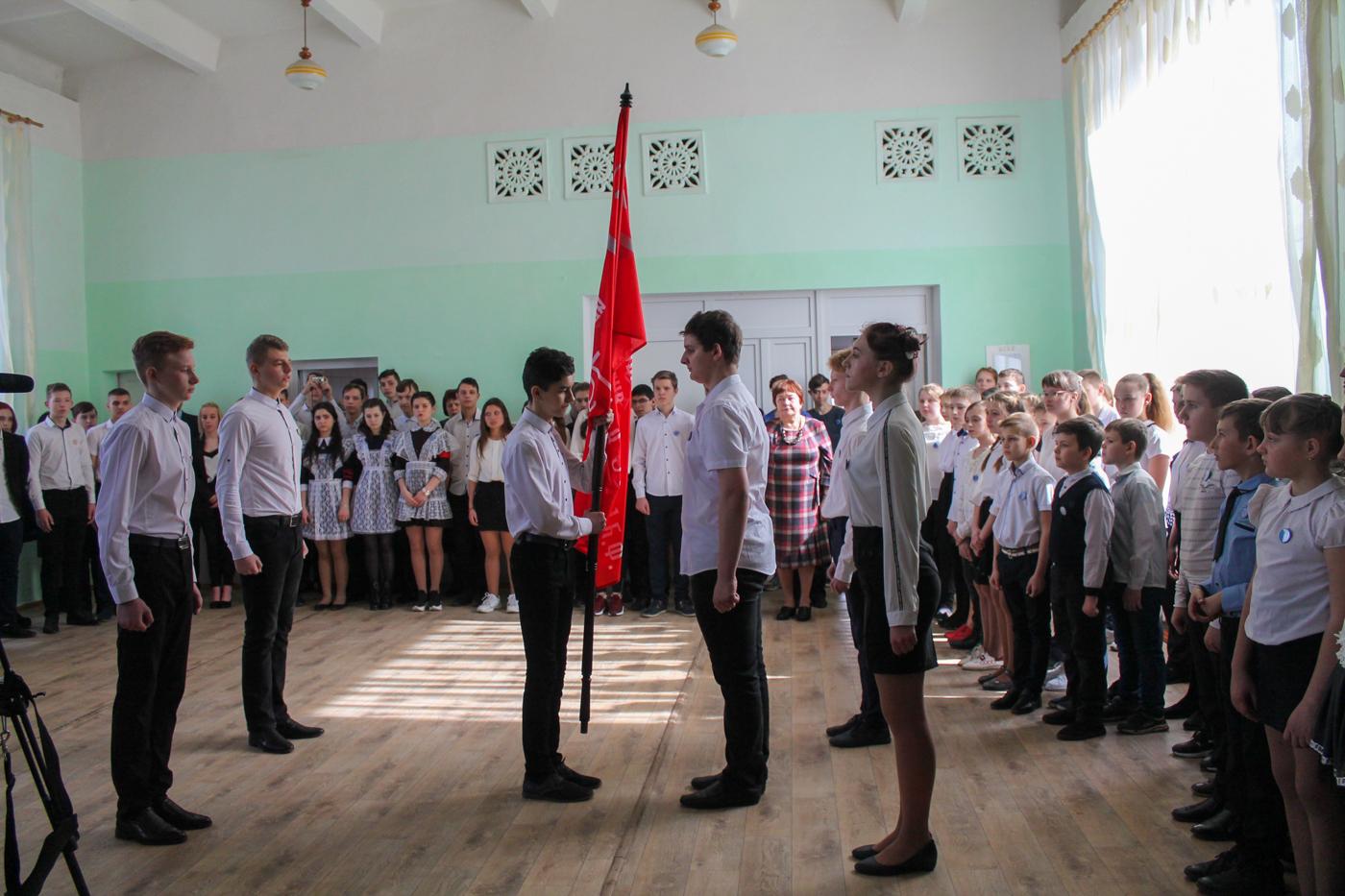 В Краснодоне состоялась акция «Эстафета Победы» 4