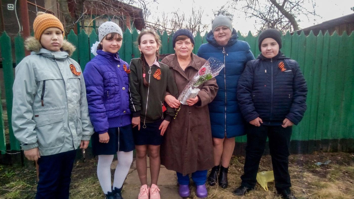 Ветерана педагогического труда из Зимогорья поздравили с Международным женским днем