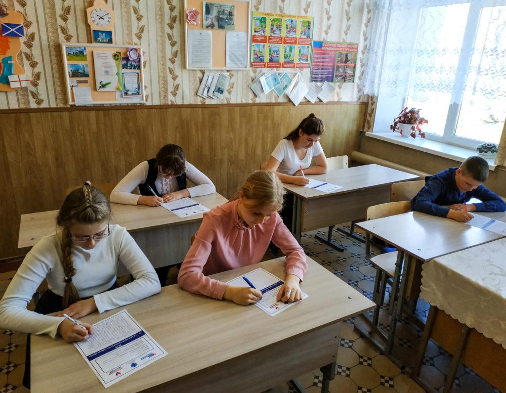 Школьники Перевальского района приняла участие в конкурсе эссе «Я – Глава Республики на один день» 2