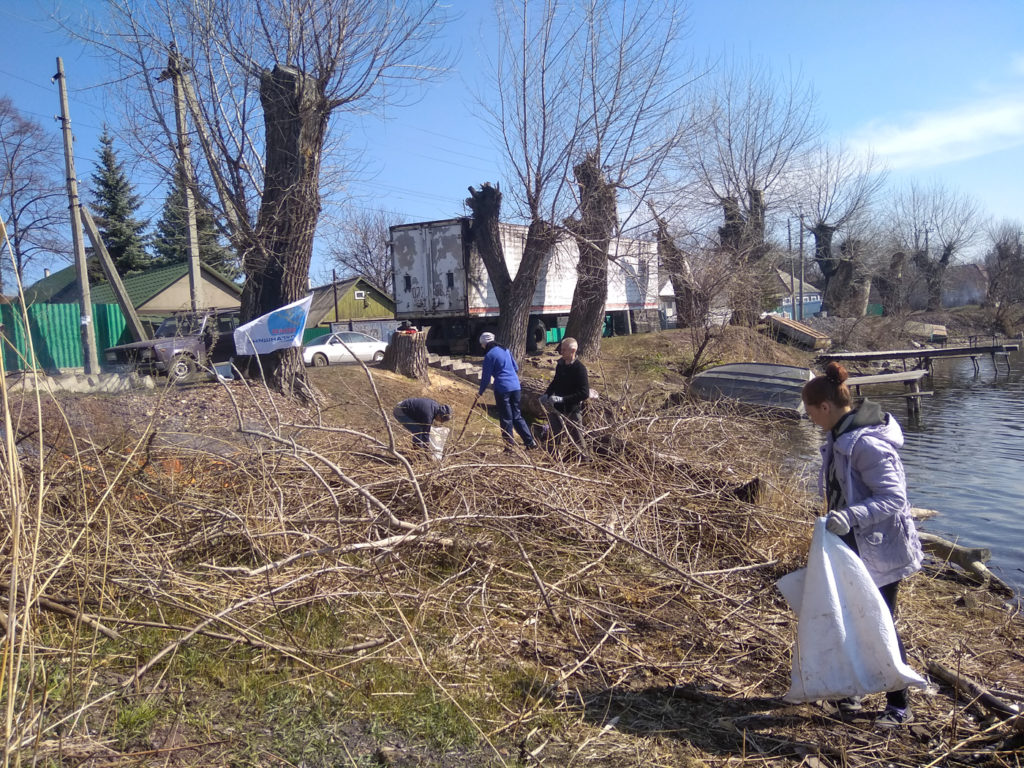 Активисты ОД «Мир Луганщине» провели субботник в посёлке Штеровка 1