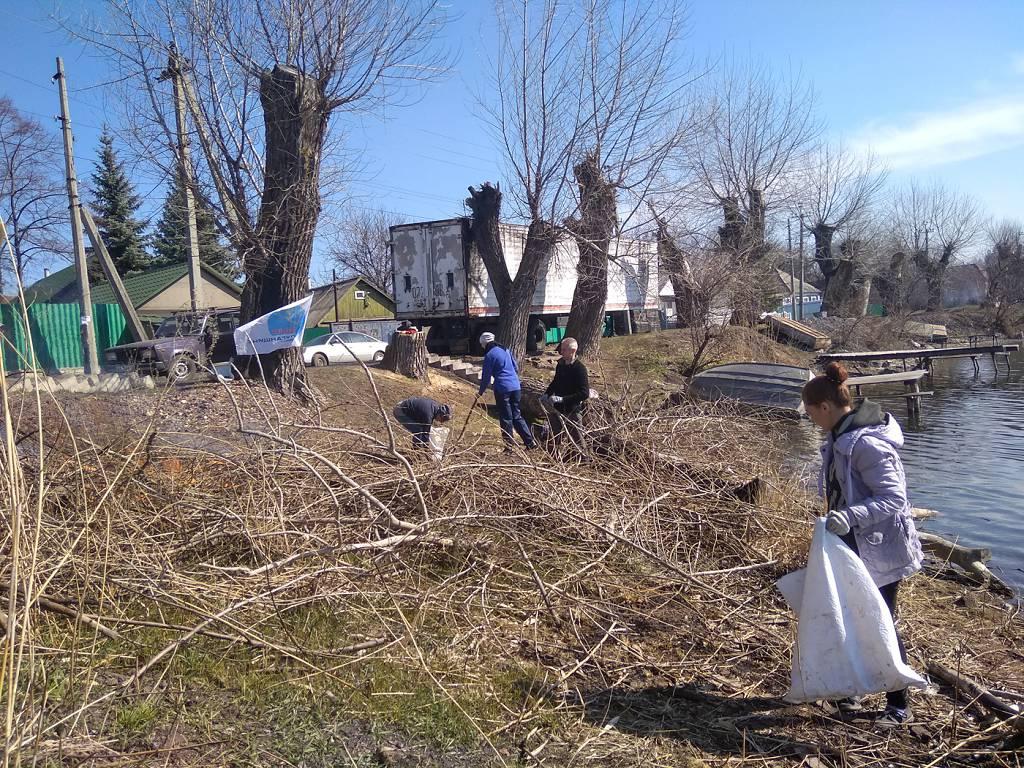 Активисты провели субботник в посёлке Штеровка