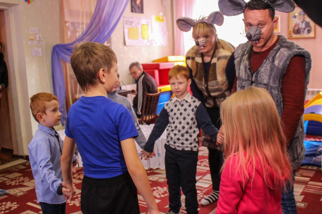 Активисты проекта «Волонтер» посетили центр социальной реабилитации детей-инвалидов в Стаханове 1
