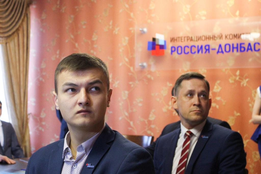 Активисты ОД «Мир Луганщине» поздравили представителей Русской общины Крыма в Луганске 5