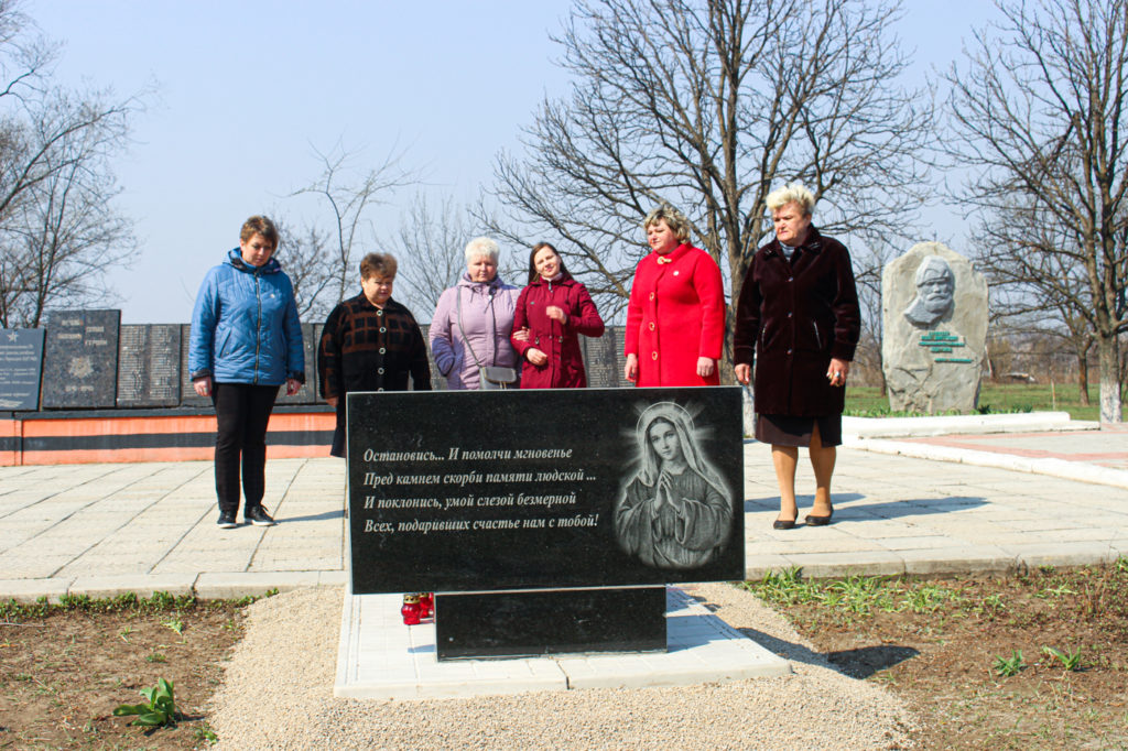 В Зимогорье установили мемориальный знак погибшим защитникам Донбасса 7