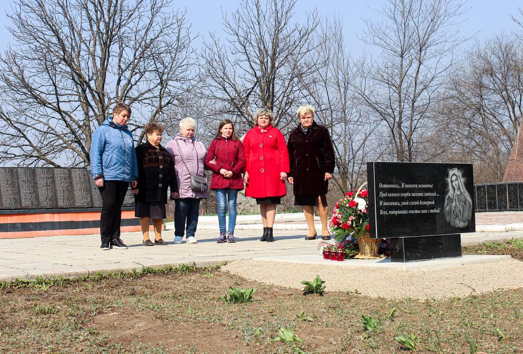 В Зимогорье установили мемориальный знак погибшим защитникам Донбасса