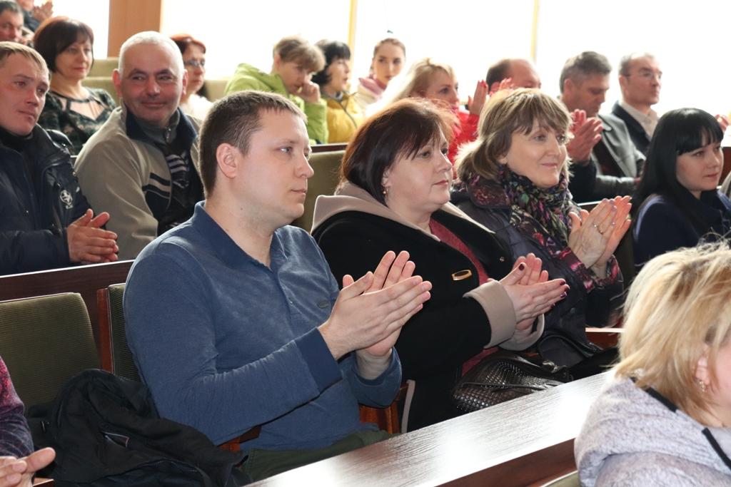 В Стаханове работников ЖКХ поздравили с профессиональным праздником 2