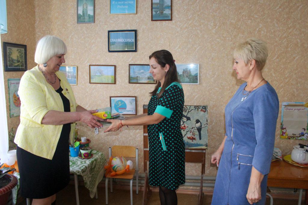 Светлана Гизай и Антонина Гречишкина встретились с коллективом детского сада «Журавушка» в Славяносербске 4
