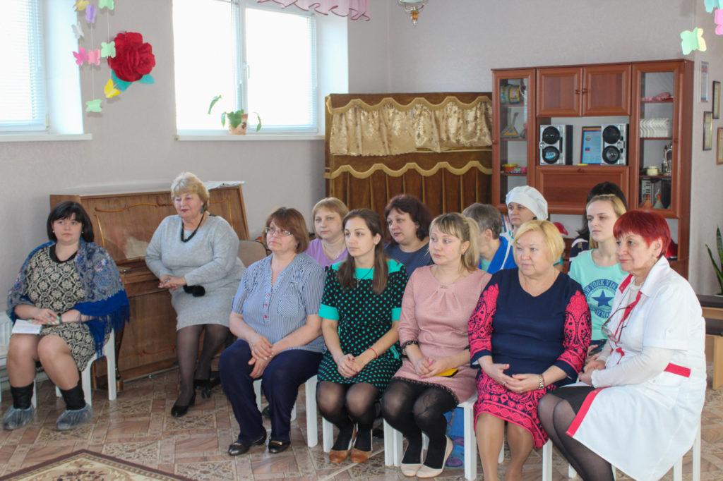 Светлана Гизай и Антонина Гречишкина встретились с коллективом детского сада «Журавушка» в Славяносербске 2