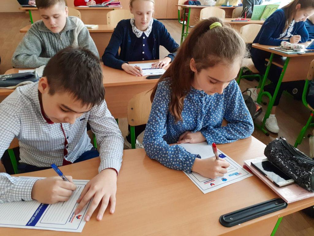 Школьники Перевальского района приняла участие в конкурсе эссе «Я – Глава Республики на один день» 4