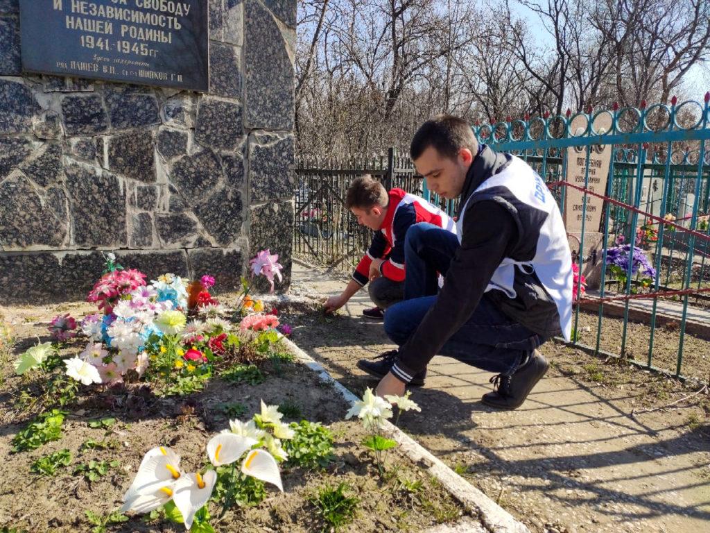 Активисты проектов «Дружина» и «Мы помним!» за март провели более 20 субботников в Луганске 3