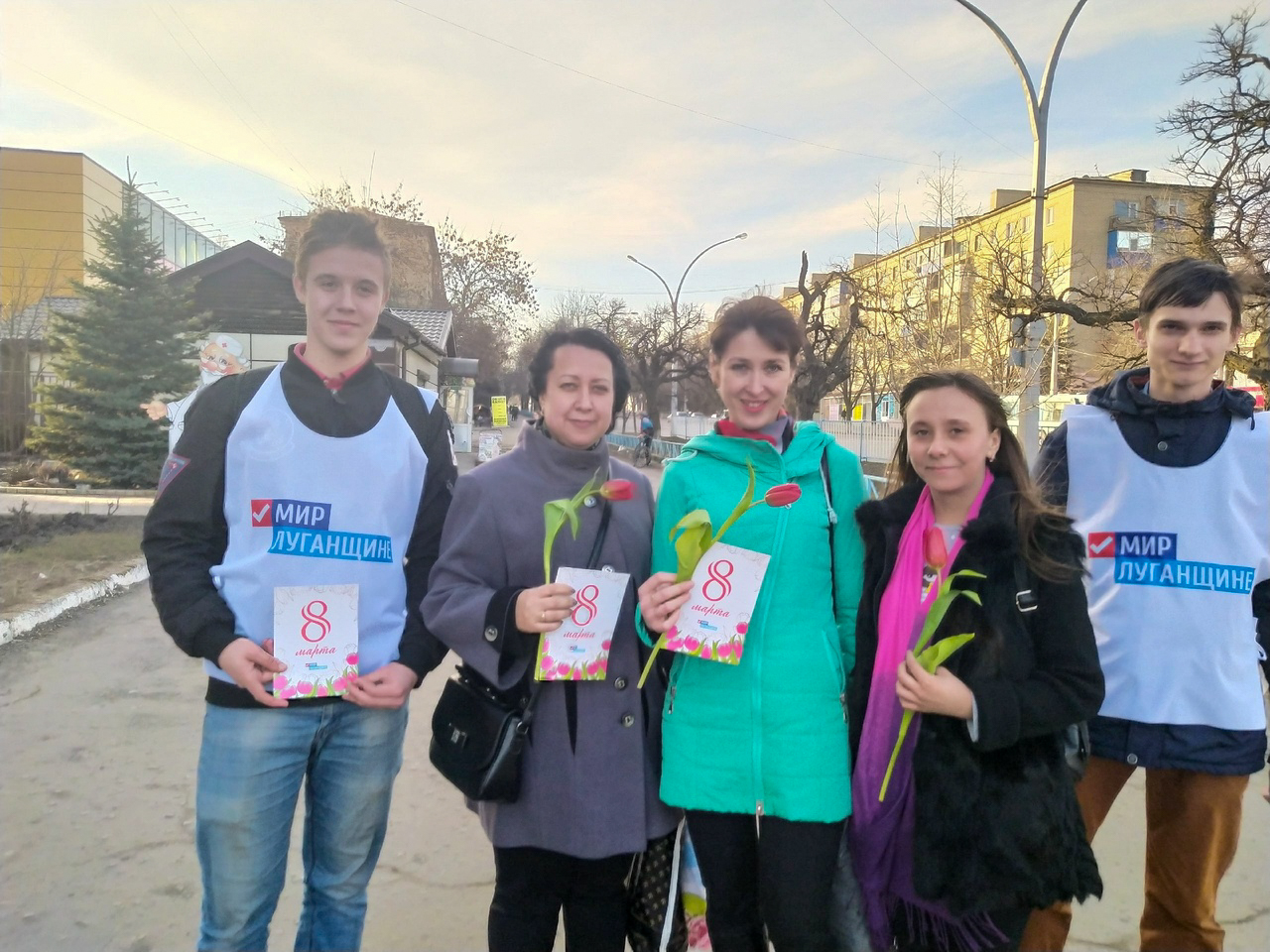 В Антраците активисты поздравили женщин с Международным женским днем 3