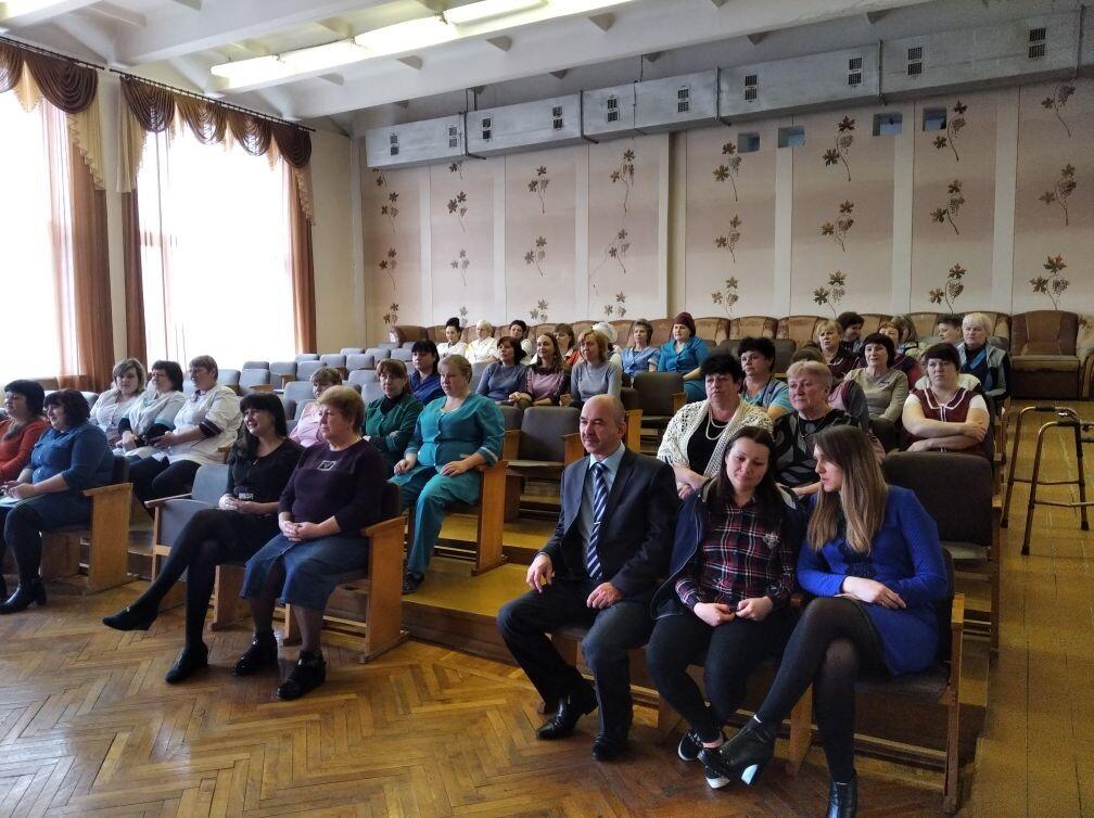 В городах и районах ЛНР женщин торжественно поздравили с Международным женским днём