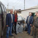 Активисты проекта «Волонтер» помогли работникам ЖКХ в Лутугино