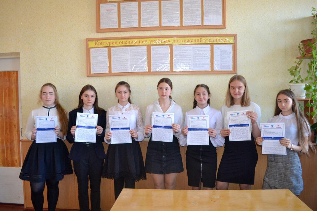 В ЛНР школьники и студенты приняли участие в конкурсе «Я – Глава Республики на один день» 1