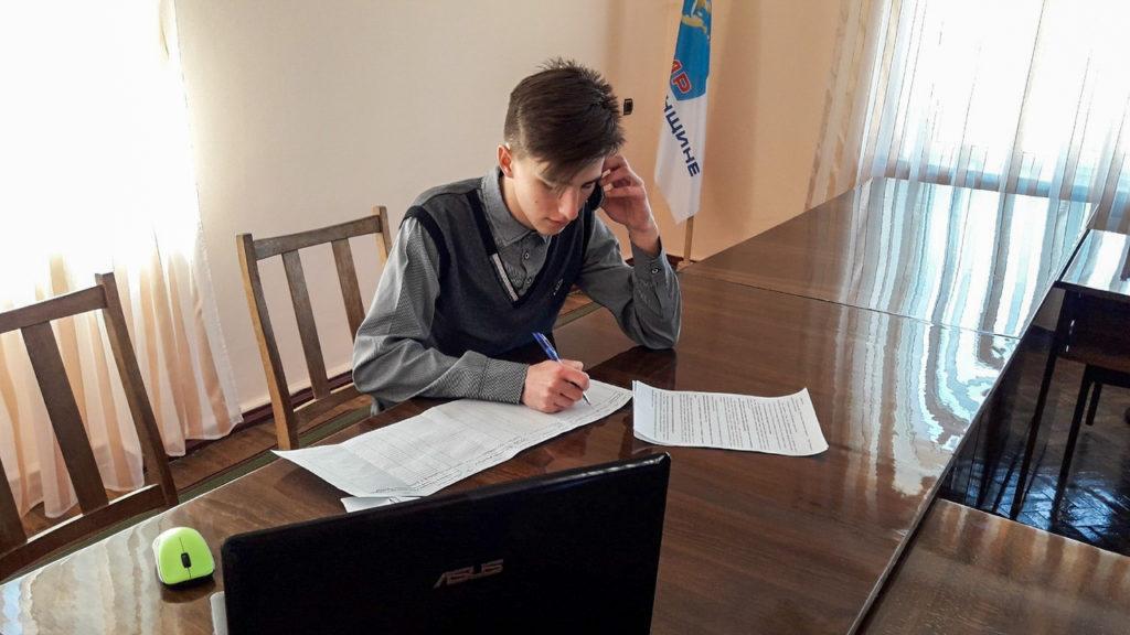 Волонтёры Кировска помогли жителям, находящимся на самоизоляции 1
