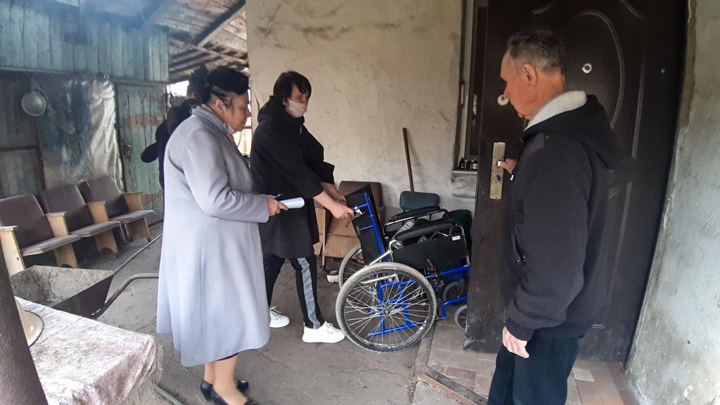 Житель ЛНР помог ветеранам Великой Отечественной войны в Красном Луче 2