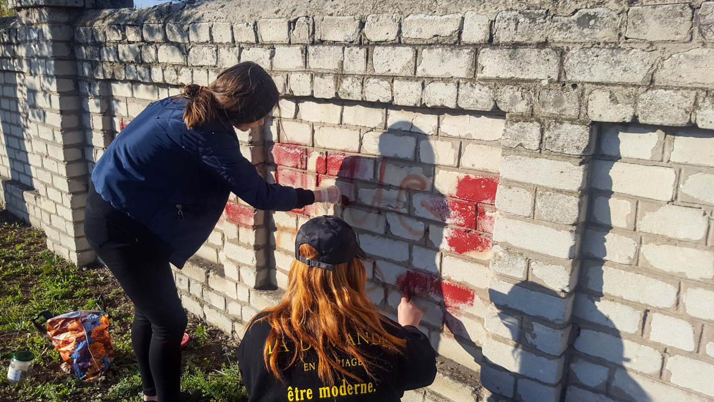 Активисты ОД «Мир Луганщине» приняли участие в акции «Стоп наркотикам!» в Краснодоне 3