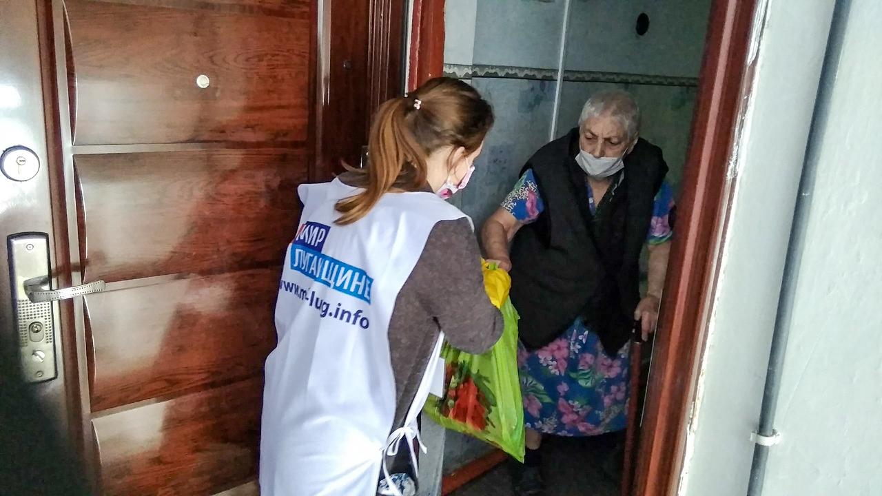 В Червонопартизанске волонтёры помогли жительнице города 3