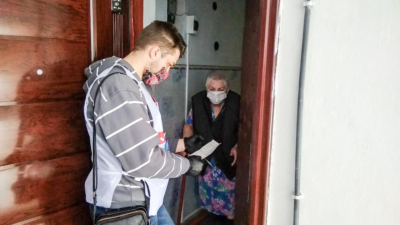 В Червонопартизанске волонтёры помогли жительнице города 1