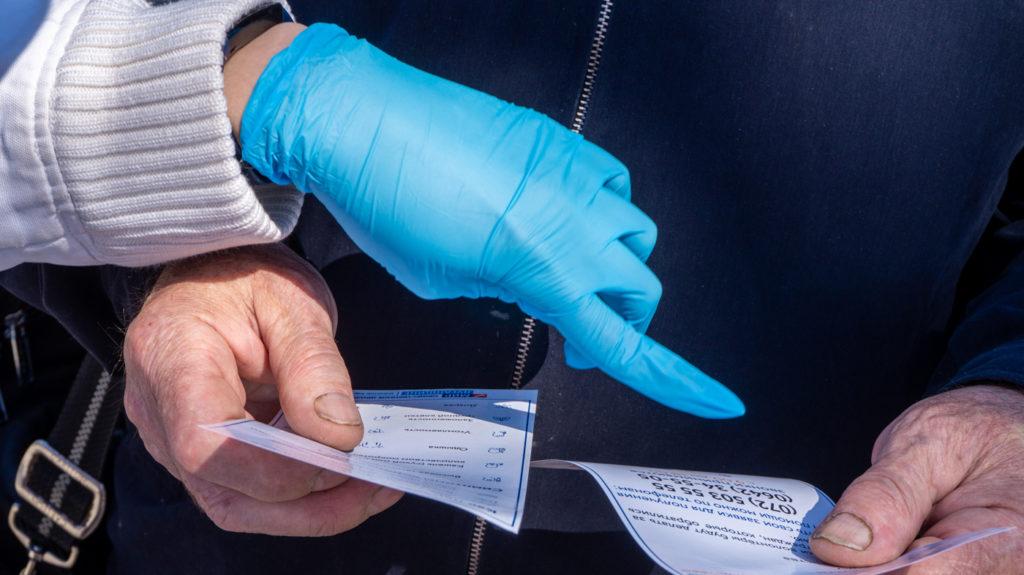 Активисты проекта «Дружина» раздали луганчанам листовки с информацией об акции «Рука помощи» 2