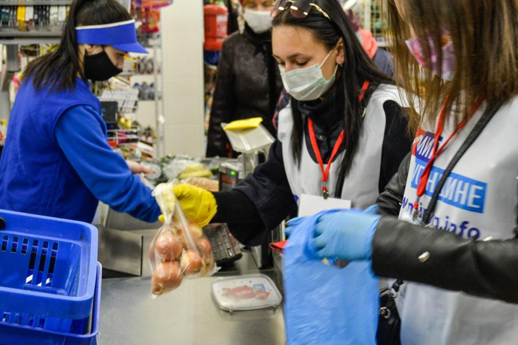Активисты ОД «Мир Луганщине» помогли жителям Ровеньков 2