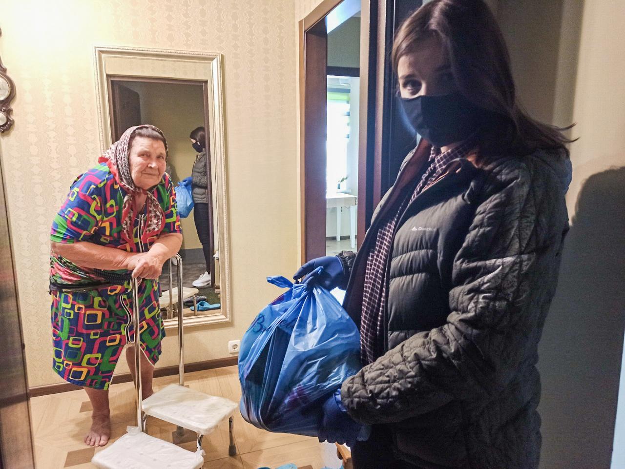 В Луганске жители получили помощь от проекта «Волонтёр» 1
