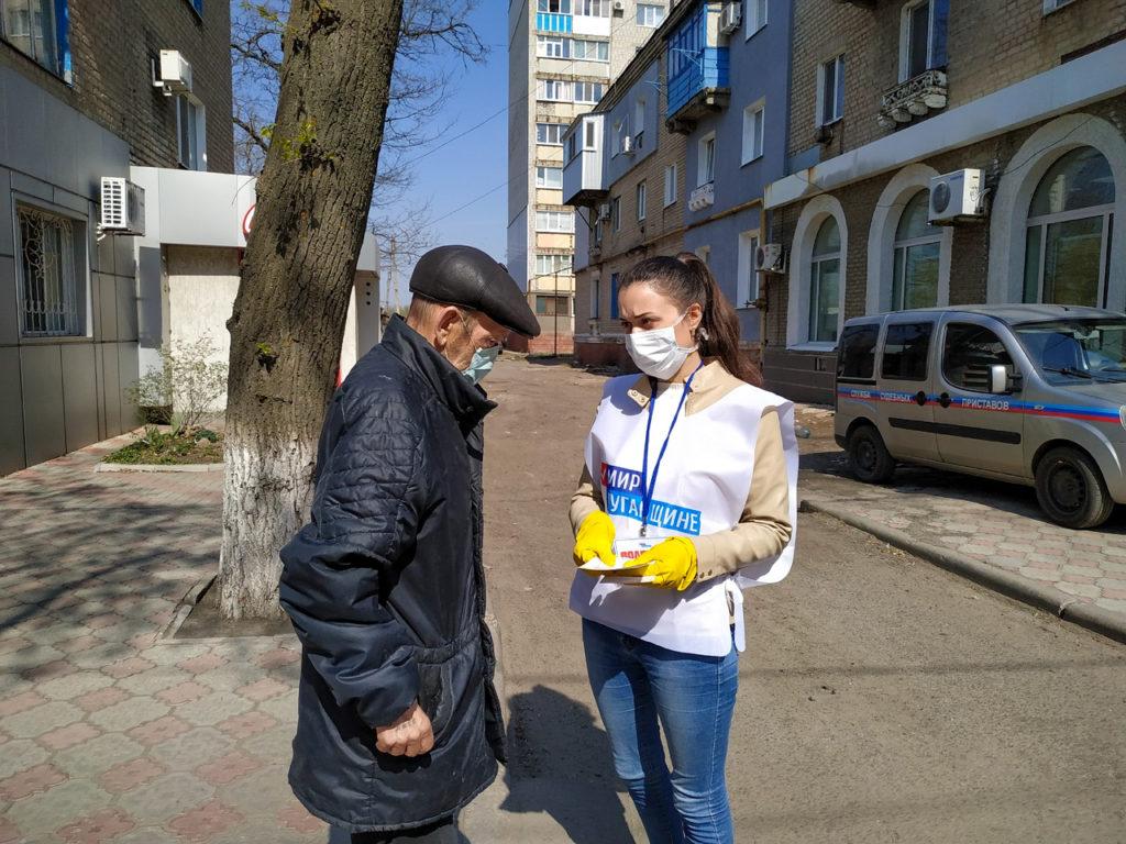 Активисты проекта «Молодая Гвардия» проинформировали жителей Свердловска об акции «Рука помощи» 1