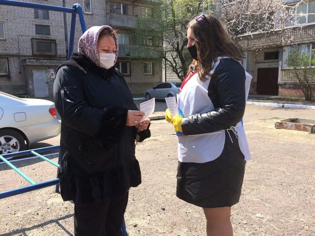 Волонтёры Перевальска сообщили жителям города о работе акции «Рука помощи»