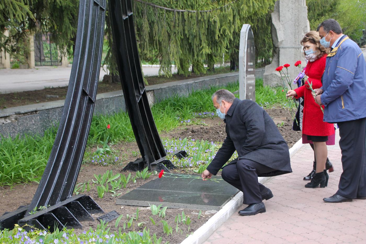 В городах и районах ЛНР почтили память ликвидаторов аварии на ЧАЭС 1