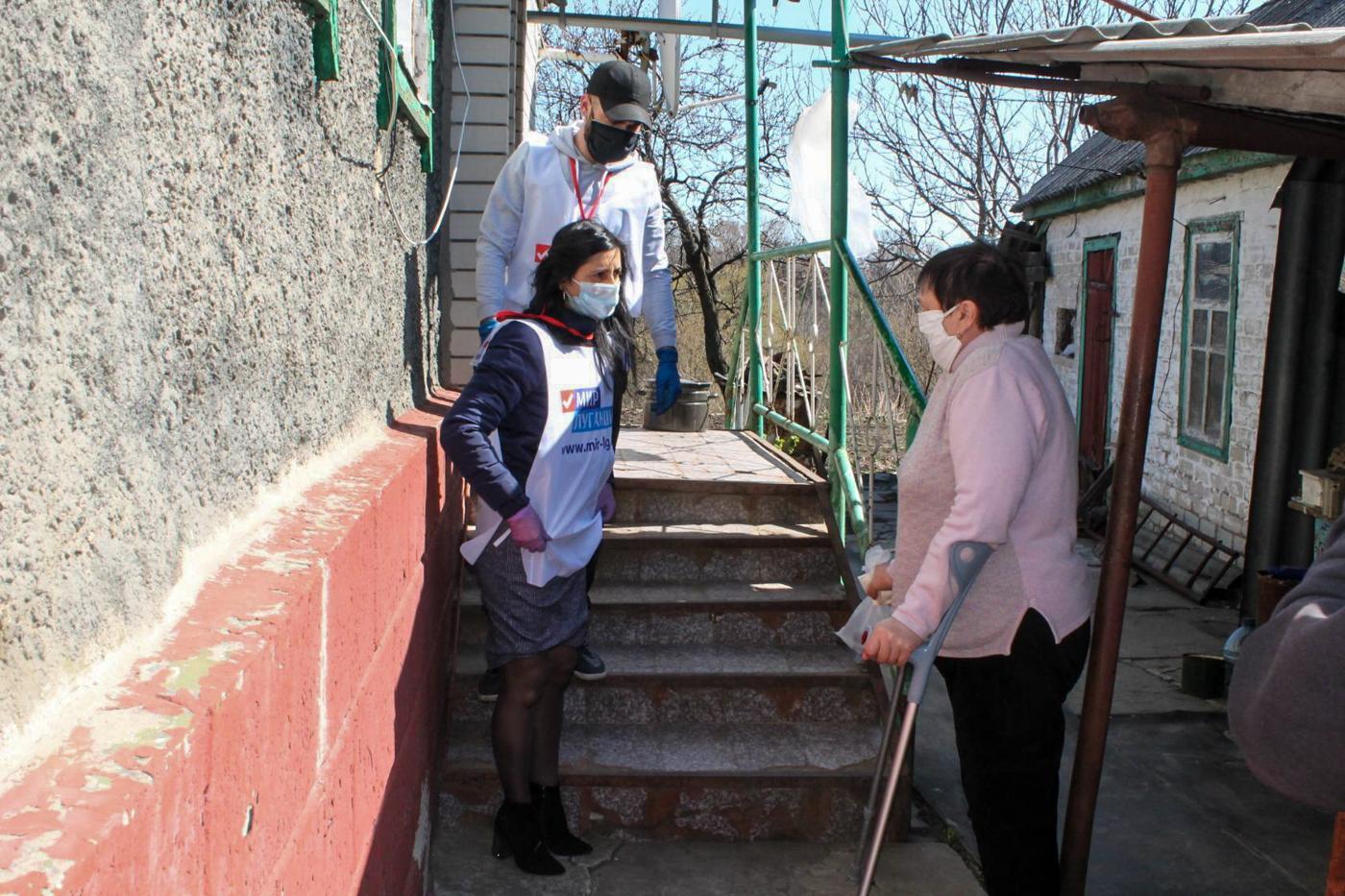Активисты ОД «Мир Луганщине» помогли жителям Ровеньков 4