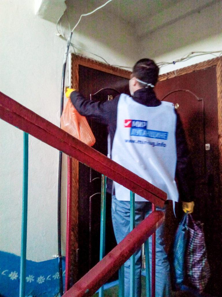 В Первомайске помогли жительнице, которая соблюдает режим самоизоляции 1