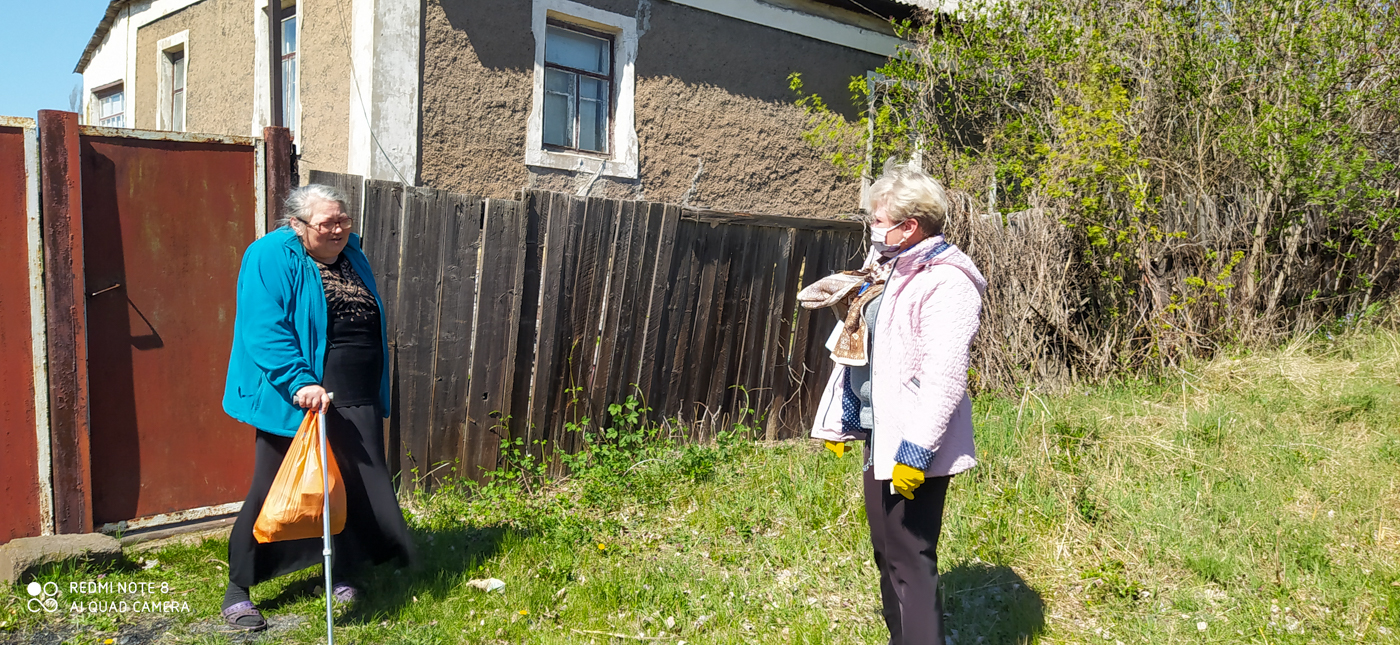 Волонтёры ОД «Мир Луганщине» помогли жительнице Славяносербского района