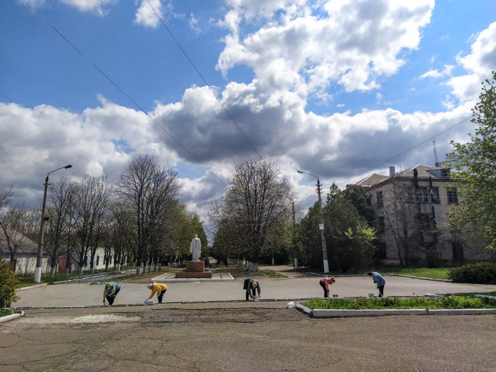 В посёлке Металлист активисты ОД «Мир Луганщине» провели субботник 2