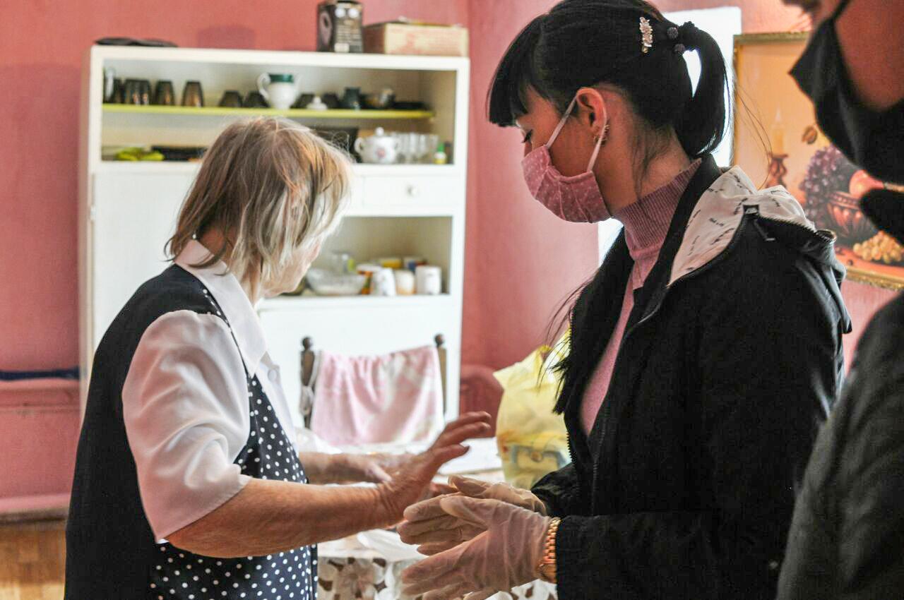 Александра Коваленко помогла в получении благотворительной помощи жительнице посёлка Новосветловка 3