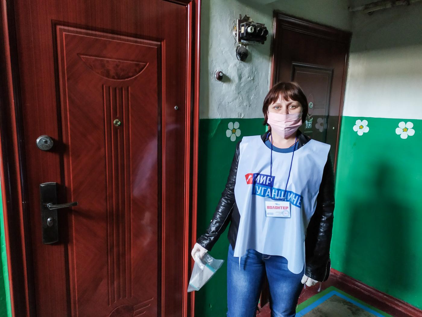 Волонтёры ОД «Мир Луганщине» помогли жительнице посёлка Родаково
