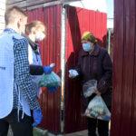 В рамках акции «Рука помощи» волонтёры помогли жителям Луганска