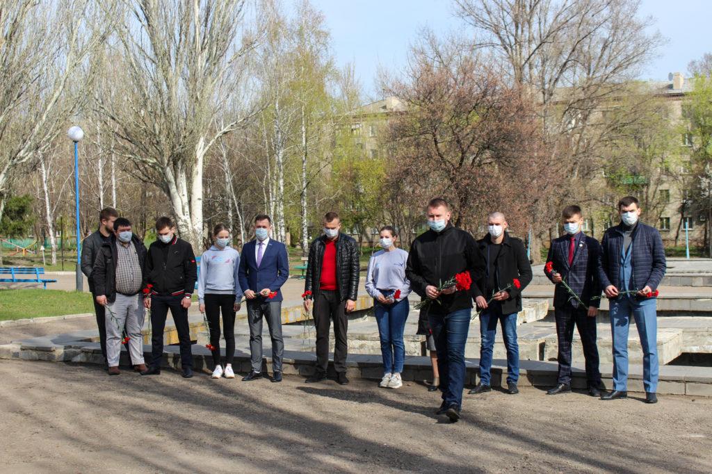 Активисты ОД «Мир Луганщине» почтили память жертв украинской агрессии в Луганске 6