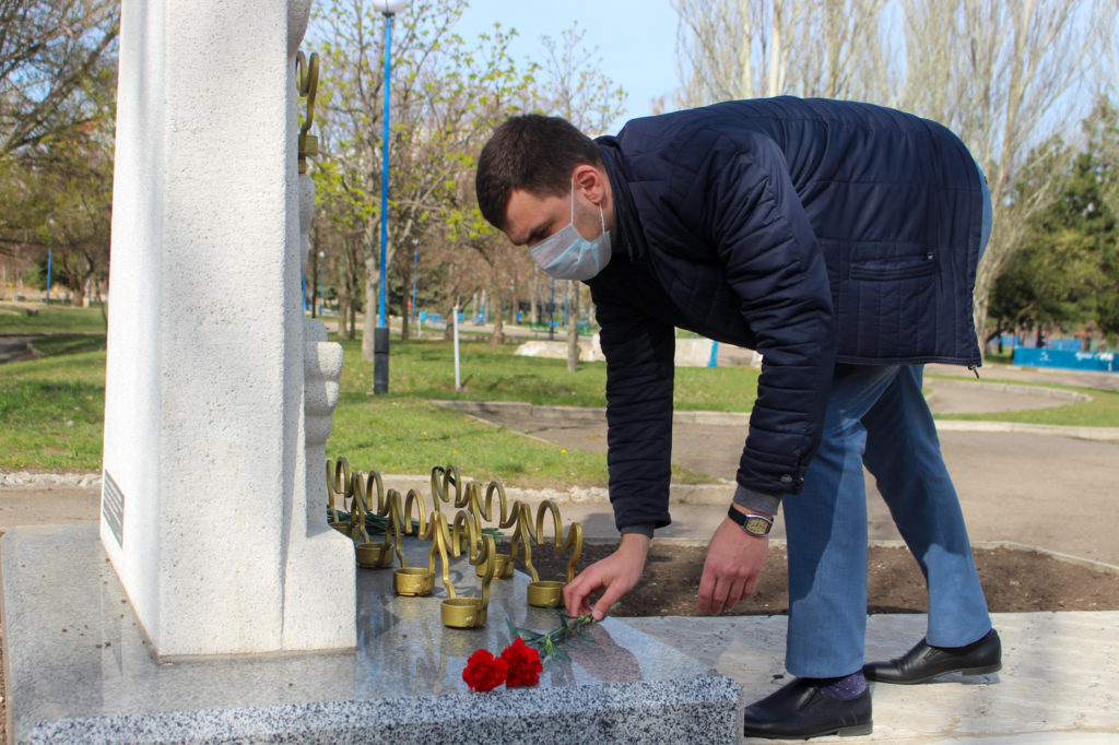 Активисты ОД «Мир Луганщине» почтили память жертв украинской агрессии в Луганске 4