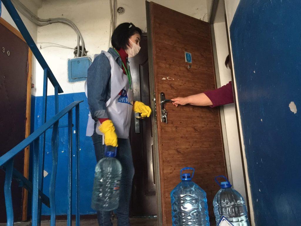 Активисты ОД «Мир Луганщине» помогли жительнице Лутугино 1