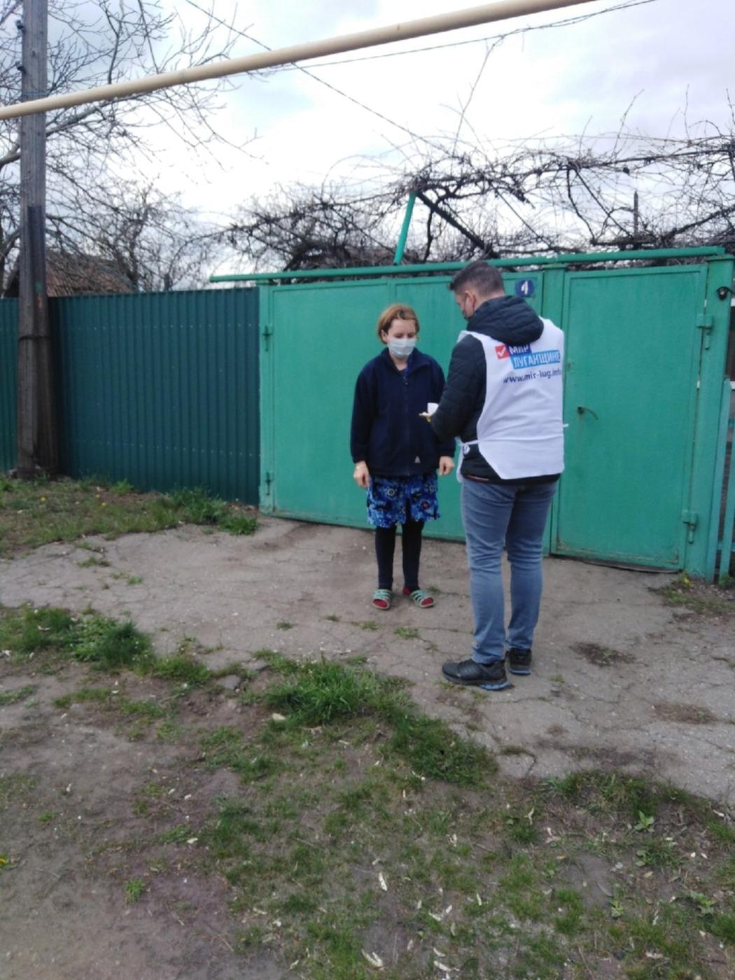 Активисты проекта «Волонтёр» помогли жительницам Первомайска