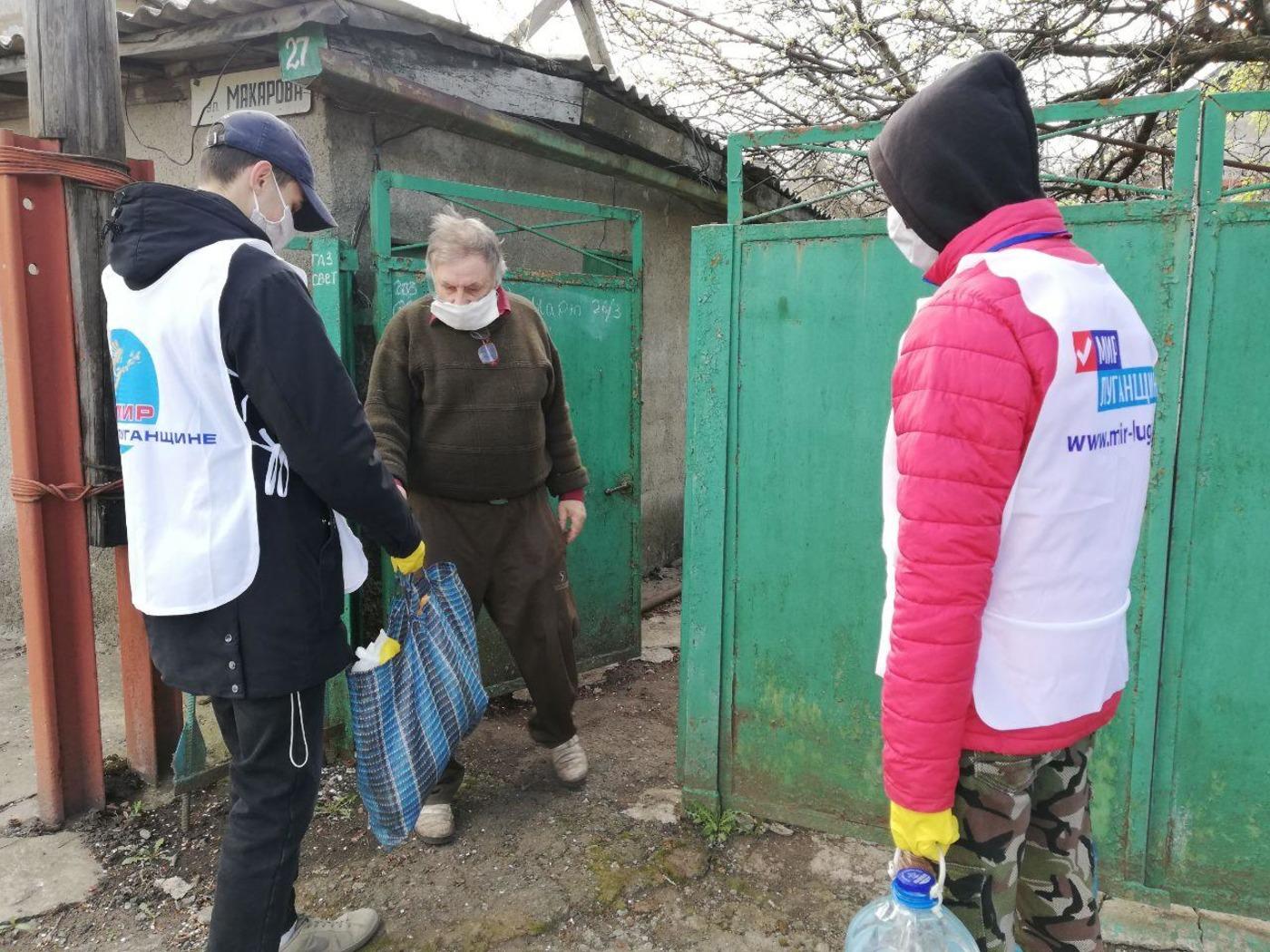 В Стаханове помогли жителям в рамках акции «Рука помощи»