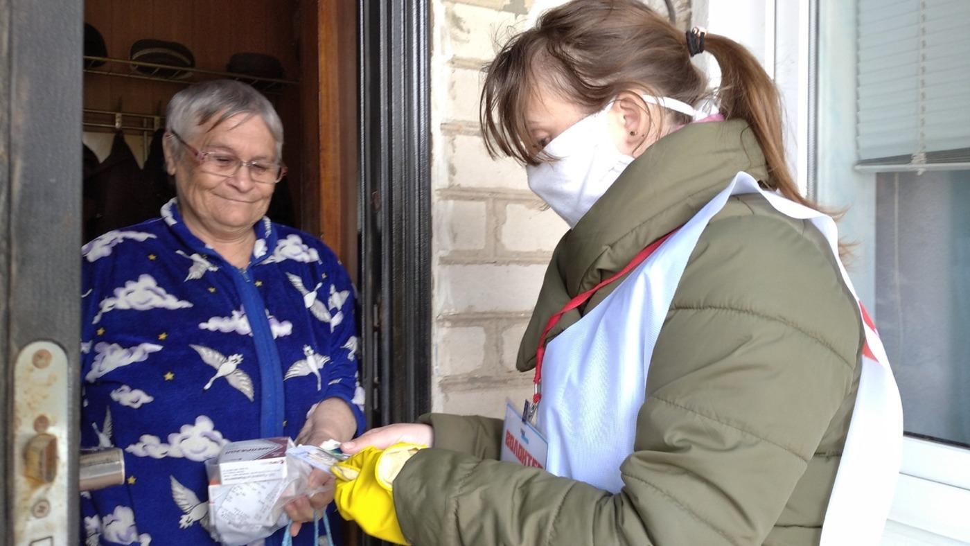 Волонтёры в рамках акции «Рука помощи» помогли жительнице в Свердловске 1