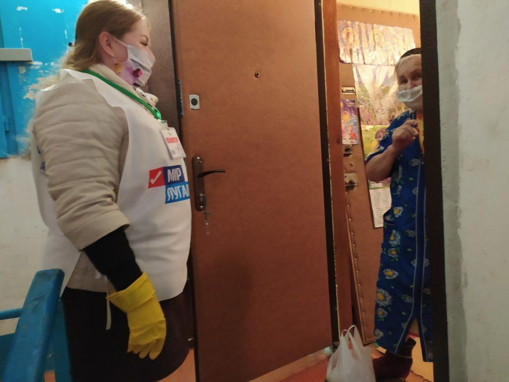 Волонтёры помогли жительнице Первомайска 1