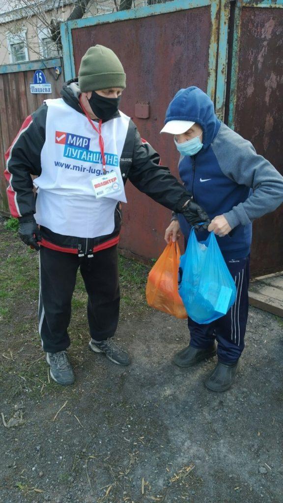 В рамках акции «Рука помощи» волонтёры помогли жителям города Ровеньки на самоизоляции 2