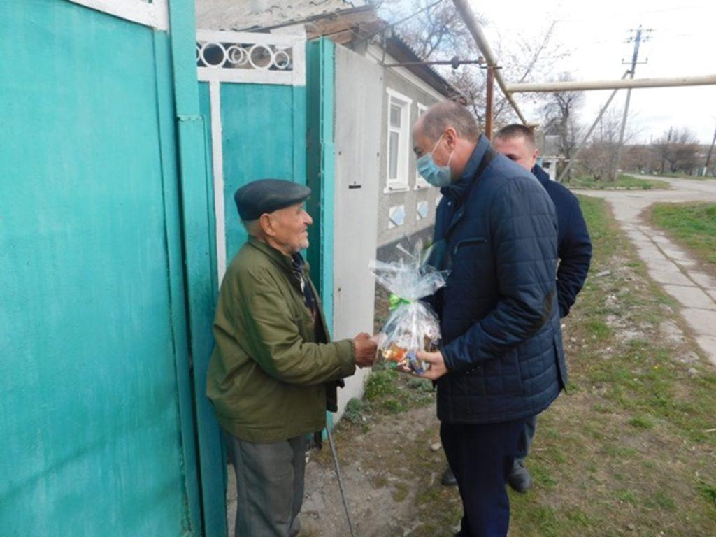 В Славяносербске раздали паски ветеранам ВОВ 2