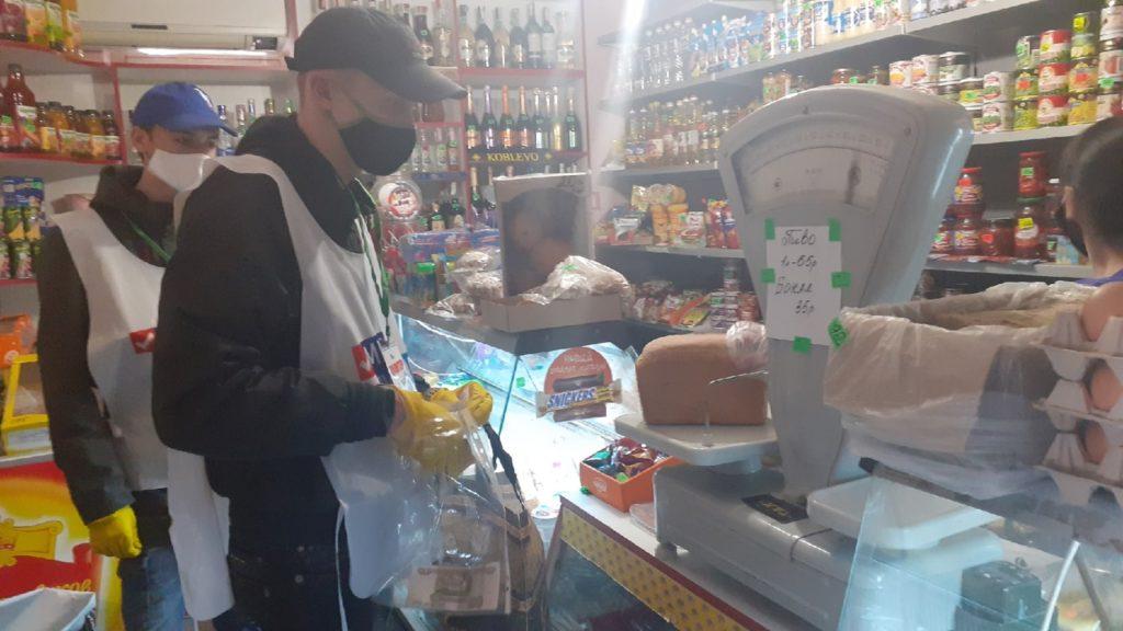 Активисты ОД «Мир Луганщине» помогли жителям Антрацита в рамках акции «Рука помощи»